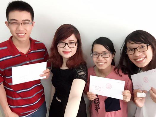 Học viên và cô Vân Anh